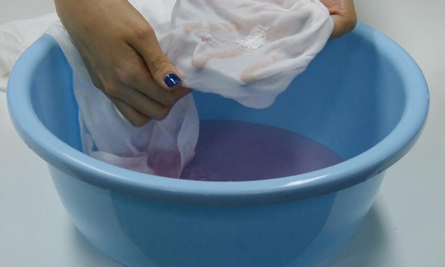 水粉颜料清洗方法