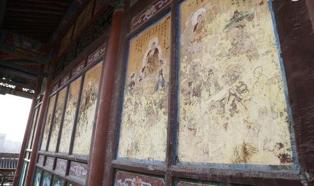 破损的古建筑壁画