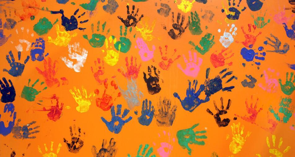 手掌涂鸦个性墙绘
