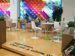 多彩格子绚丽奶茶店涂鸦墙绘设计
